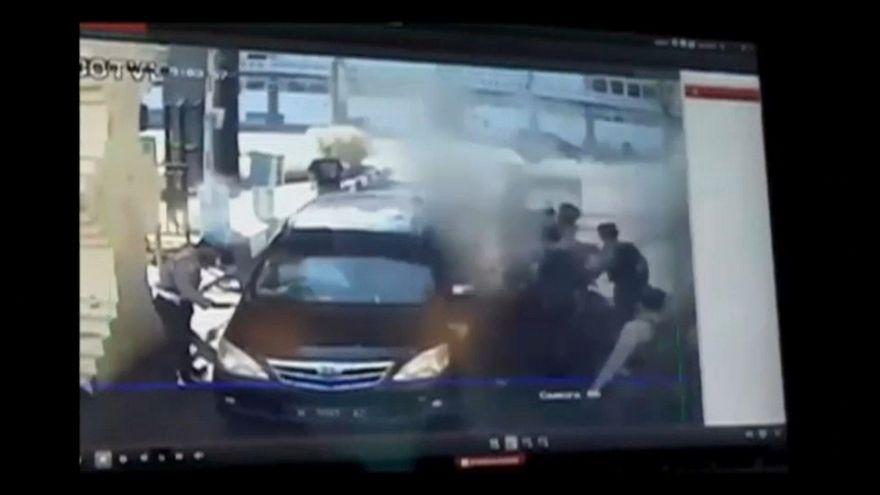 Indonesia, dopo quelli di domenica ancora un attacco con una famiglia suicida