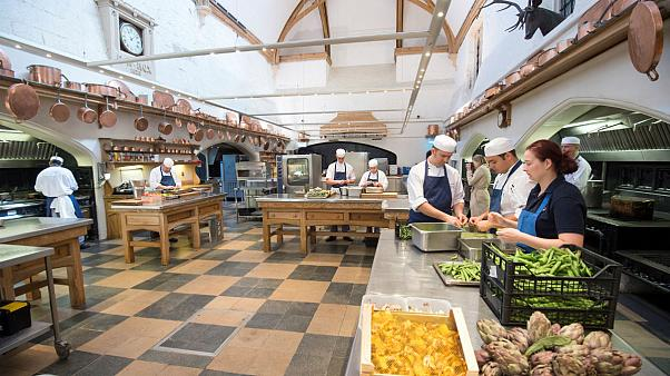 A brit királyi konyha készül - a menü titkos