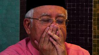Malezya'da yolsuzluk soruşturması derinleşiyor