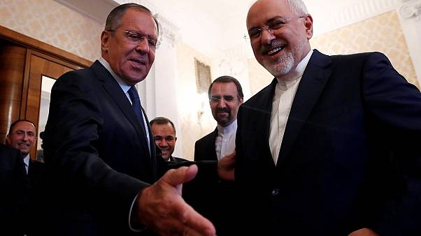 وزيرا خارجية روسيا (يسار) وإيران، سيرغي لافروف ومحمد جواد ظريف