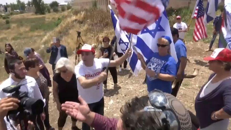 Activistas a favor y en contra de la apertura de la embajada de EEUU en Jerusalén