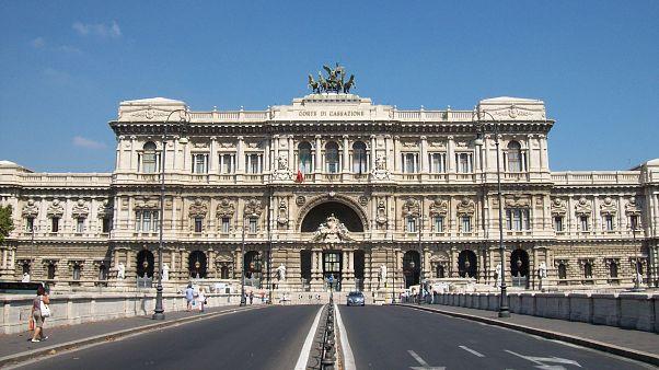 Cassazione: niente trascrizione in Italia di nozze gay celebrate all'estero