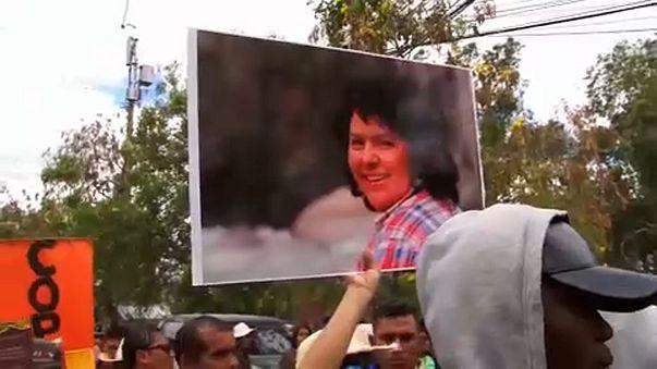 La hija de la activista hondureña asesinada Berta Cáceres se querella en Europa