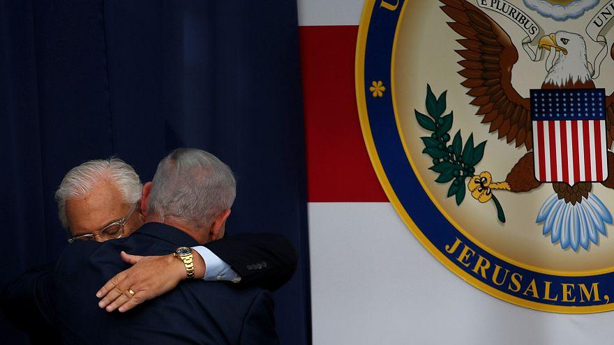 Accolades entre Benjamin Netanyahu et David Friedman