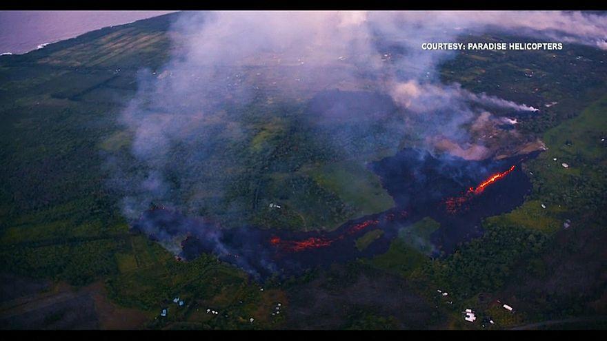 Hawaii: ora la lava del vulcano minaccia le strade