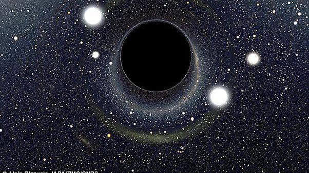 H πιο αχόρταγη μαύρη τρύπα στο σύμπαν!