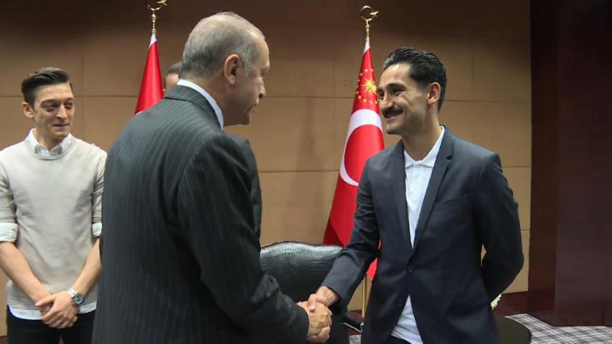 Erdoğan ile buluşan Türk futbolculara Almanya'dan tepki