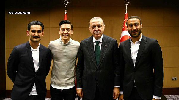 Озила и Гюндогана критикуют за встречу с Эрдоганом