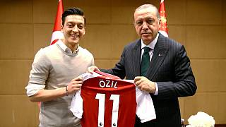 رجب طیب اردوغان رئیسجمهور ترکیه و مسعود اوزیل فوتبالیست ترکتبار آلمان