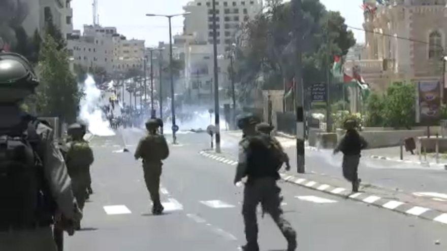 شاهد: إٍسرائيل تطلق قنابل الغاز على متظاهرين فلسطينيين في بيت لحم