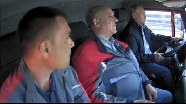 Putyin vezette a teherautót a krími híd avatásán
