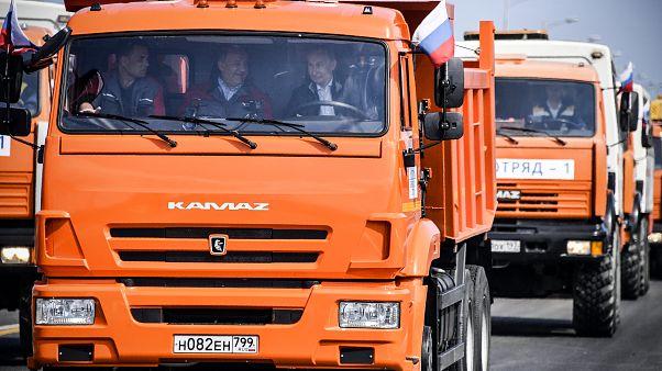 Εγκαίνια στη γέφυρα Κριμαία-Κράσνονταρ με τον Πούτιν στο... τιμόνι