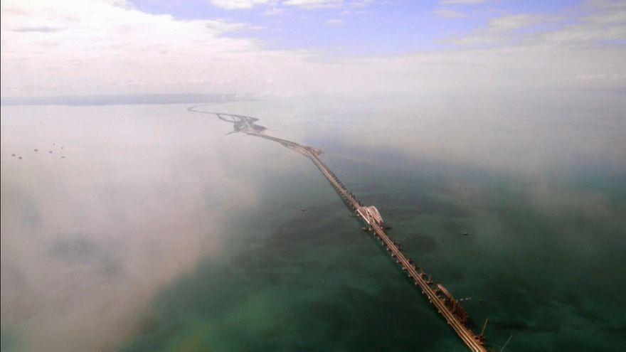 Putin inaugura el puente que une Crimea con Rusia al volante de un camión