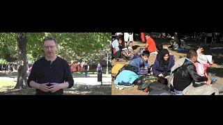 """Az Euronews riportere, Zsíros Sándor a belgrádi """"Menekült parkban"""""""