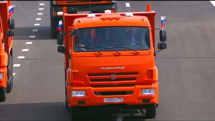 "Путин за рулем ""Камаза"" первым проехал по Крымскому мосту"