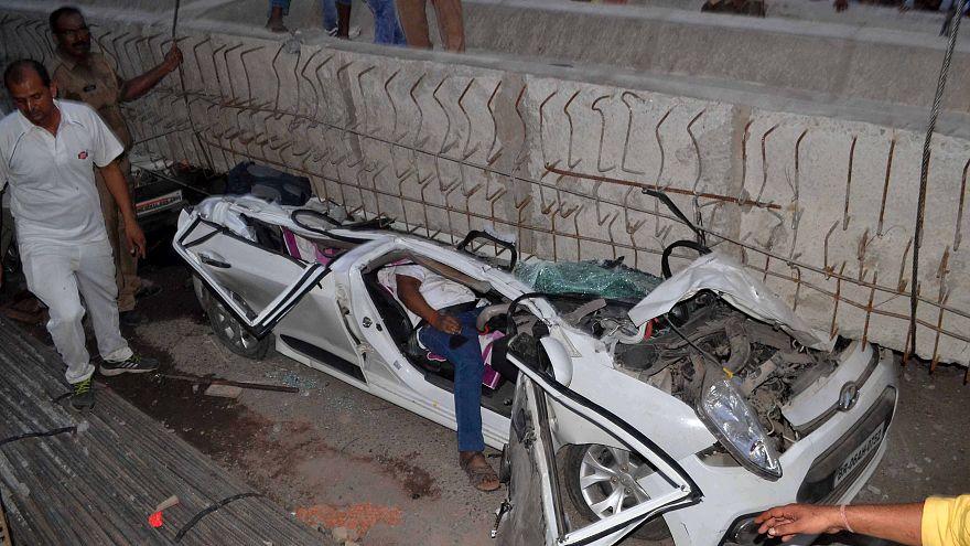 عشرات القتلى والمفقودين جراء إنهيار جسر في مدينة هندية