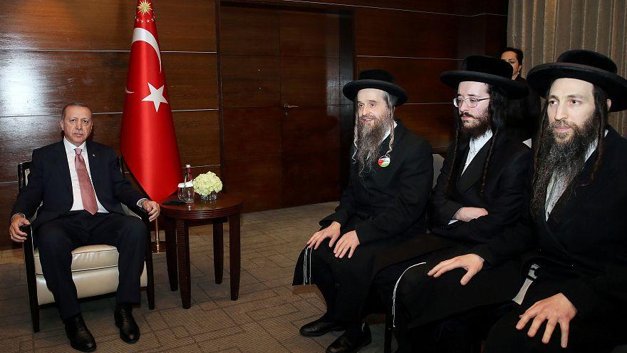 """الرئيس التركي رجب طيب إردوغان يجتمع مع عدد من حركة """"ناطوري كارتا"""" اليهودية"""