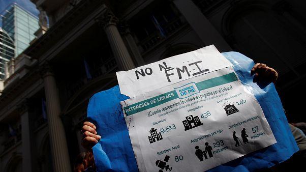 Respiro para Argentina tras renovar su deuda a corto plazo