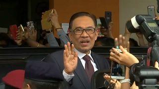 Opositor malaio libertado depois de perdão real