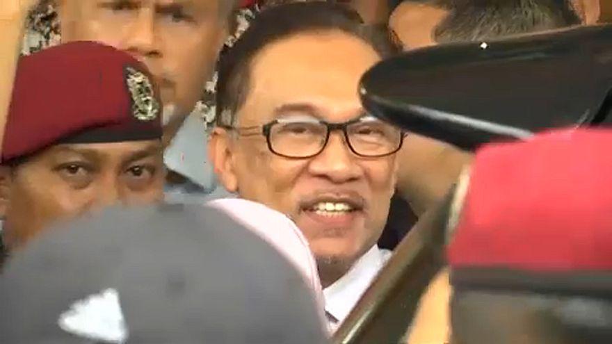 Kiszabadult a maláj ellenzéki vezető