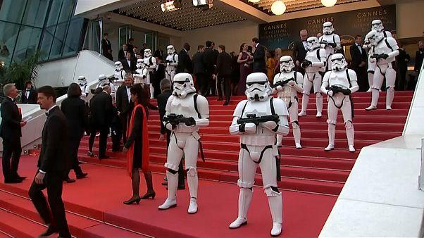 Cannes, misure eccezionali per la proiezione di 'Solo: a star war story'. Sul red carpet le Storm Trooper