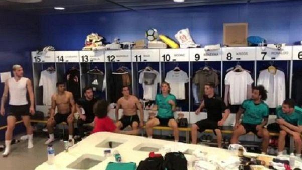 Palleggi di testa con i calciatori del Real Madrid: lo show del figlio di Marcelo