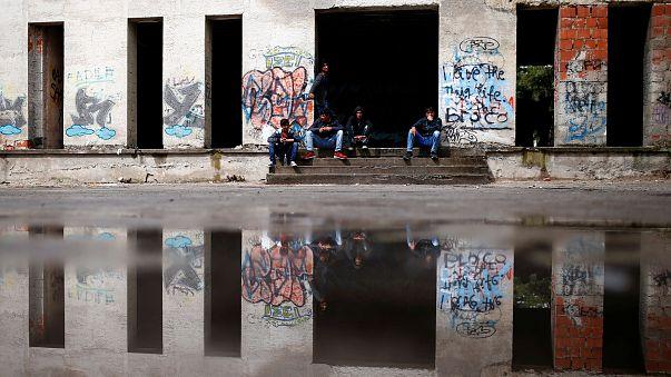 البوسنة تواجه تدفق مهاجرين بالآلاف يسعون للوصول إلى غرب أوروبا