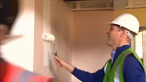 Le prince William, peintre en bâtiment à la tour Grenfell