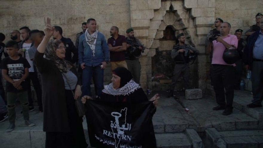 قوات إسرائيلية تفرق محتجين فلسطينيين أمام باب العامود في القدس