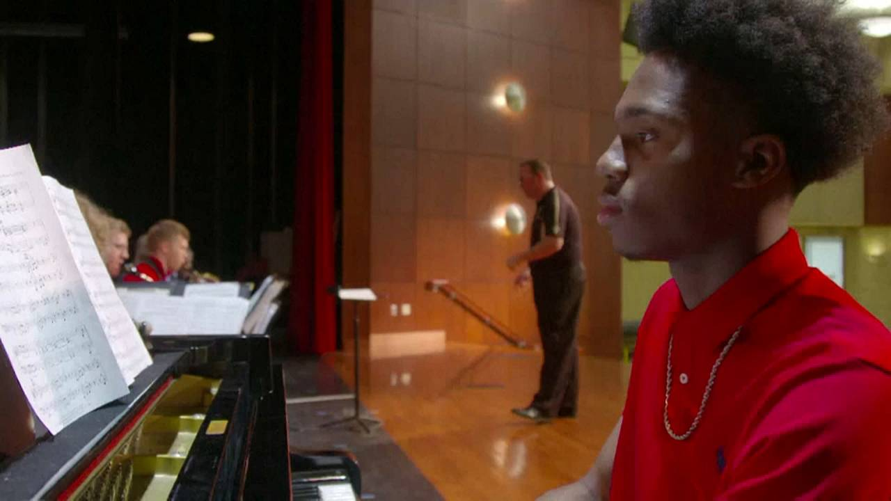 La storia di Darrius, pianista con sole quattro dita (in totale)