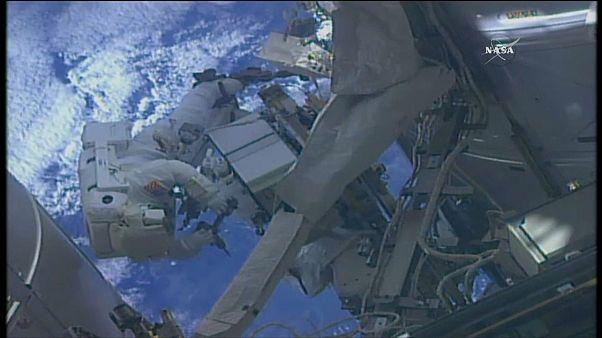 رائدان يطوفان بالفضاء لصيانة أجهزة المحطة الدولية