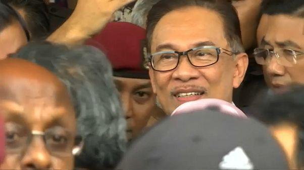 Liberado el líder opositor malasio Anwar Ibrahim