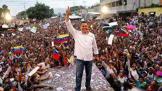 Sopas y fe en el cierre de campaña de Bertucci en Venezuela