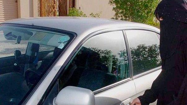 سعوديات يُحيين #لن تقودي.. ويتندرن على رافضي فكرة قيادتهن السيارة