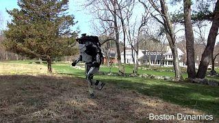 """Le robot Atlas de plus en plus """"humain"""""""