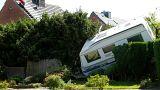 گردباد بیسابقهای در غرب آلمان، خودروها را به هوا برد