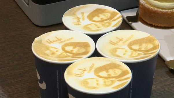 Enrique y Meghan hasta en el café