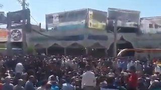 تصویری که گفته می شود تجمع روز پنجشنبه در کازرون را نشان می دهد.