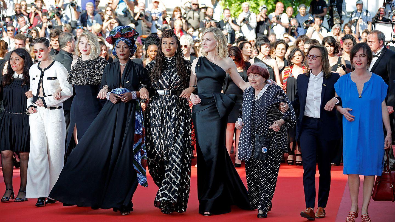 Image result for montée des marches de 82 femmes