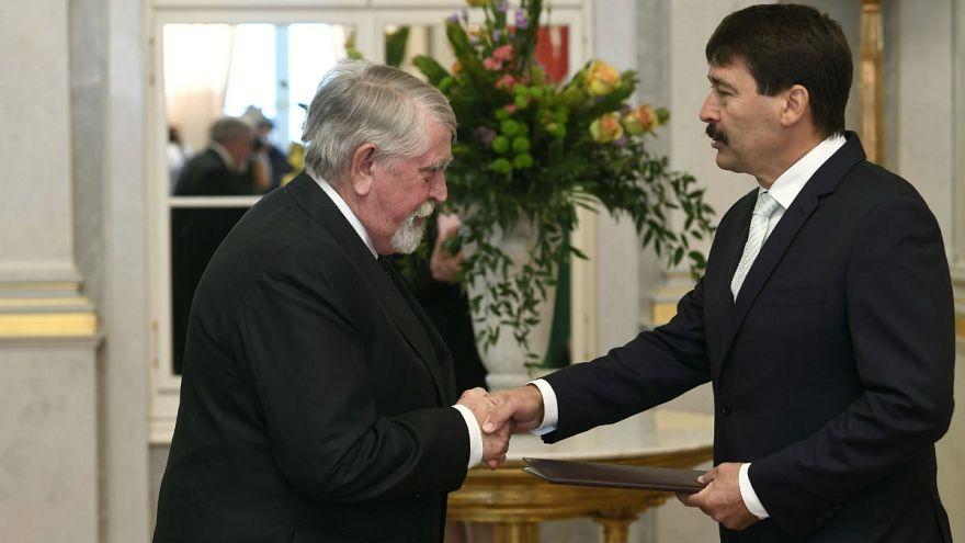 Kásler Miklós emberi erőforrásokért felelős miniszter átveszi a kinevez