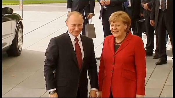 Merkel zu Treffen mit Putin abgereist - Iran und Ukraine im Fokus