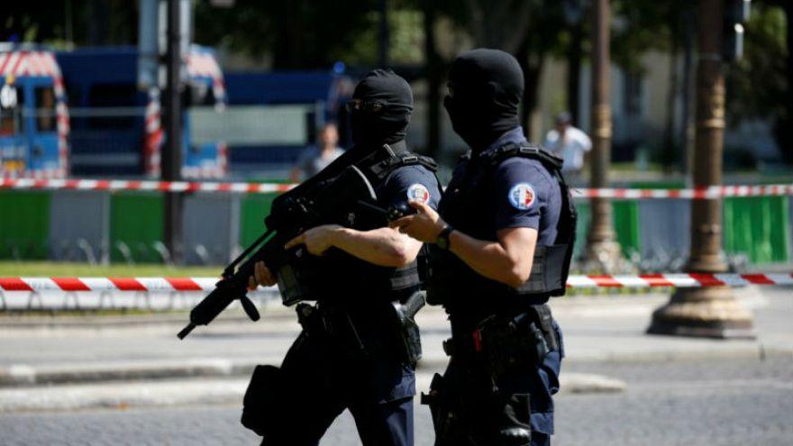 إحباط هجوم إرهابي في فرنسا:  إخلاء سبيل أحد المصريين والآخر يعترف