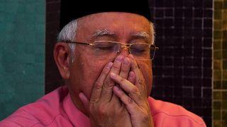 کشف دهها گونی پول و جواهر در آپارتمان شخصی نخستوزیر سابق مالزی