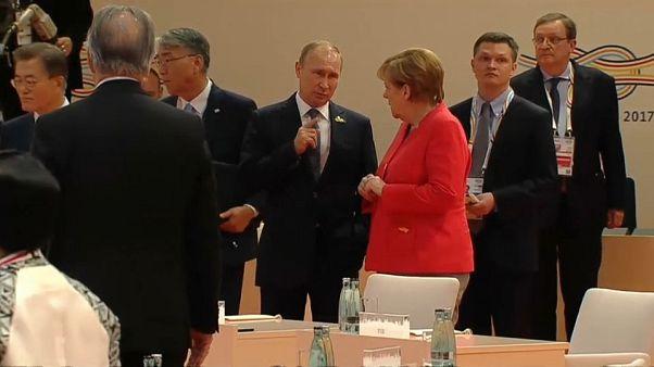 Incontro bilaterale a Sochi Merkel-Putin: i temi sul tavolo
