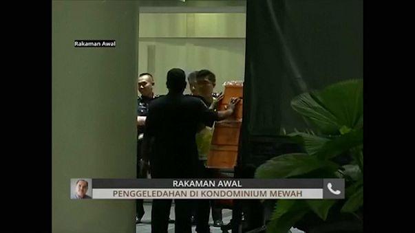 Eski Malezya Başbakanı Rezak'a ait yerlerde arama: Nakit dolu 72 bavul çıktı