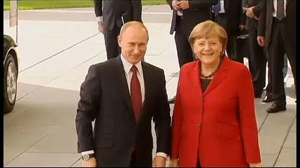Putyin vendége lesz a német kancellár