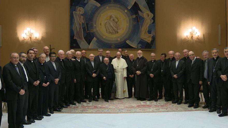 Los obispos chilenos renuncian ante el papa Francisco por los abusos sexuales