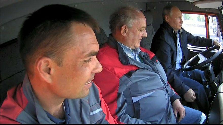 Putin am Steuer: Die Bilder der Woche