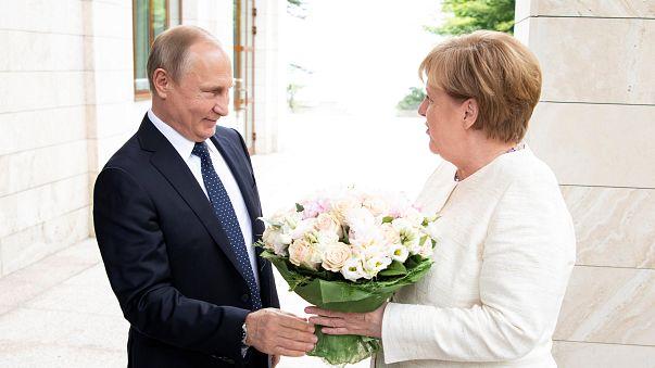 Blumen für Merkel in Sotschi