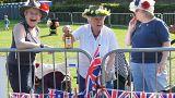 Fans sur trajet calèche Harry et Meghan à Windsor.